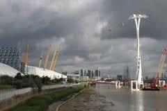 A linha de ar teleférico dos emirados Londres Fotos de Stock Royalty Free
