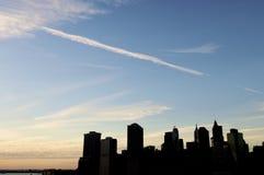 Linha de arranha-céus no crepúsculo Fotografia de Stock Royalty Free