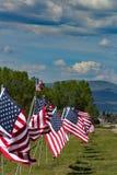 Linha de bandeiras americanas fotos de stock