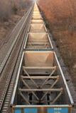 Linha de carros de carvão vazios de acima fotografia de stock royalty free