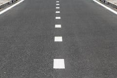 Linha de divisão na rua de superfície Imagens de Stock Royalty Free