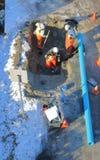 Linha de esgoto de manutenção da cidade Foto de Stock Royalty Free