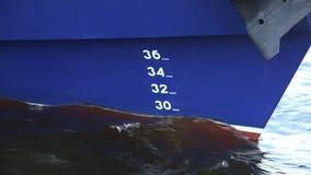 Linha de flutuação no navio 4K video estoque