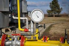 Linha de gás da pressão dos manómetros com válvula Fotografia de Stock Royalty Free