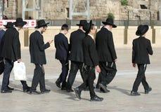 Linha de homens judaicos em Israel Foto de Stock Royalty Free