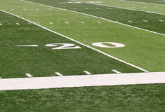 linha de jardas 20 em um footballfield Fotografia de Stock Royalty Free