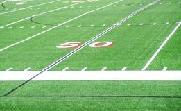 Linha de jardas do campo de futebol 50 Imagem de Stock Royalty Free