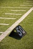 Linha de jardas do futebol 50 Foto de Stock