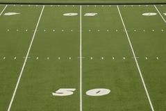 Linha de jardas estádio do campo de futebol 50 Foto de Stock Royalty Free