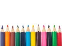 Linha de lápis coloridos no fundo branco Fotografia de Stock