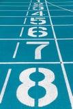 Linha de partida de pista de atletismo Imagens de Stock
