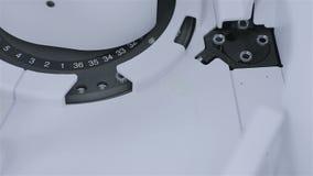 Linha de produção automatizada de medicinas em uma fábrica farmacêutica Ampola médicas em um equipamento médico moderno filme