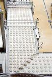 Linha de produção com produtos da padaria Fotografia de Stock Royalty Free