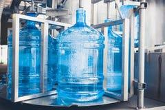 Linha de produção da água da bebida Foto de Stock Royalty Free