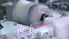 Linha de produção da farmácia na fábrica farmacêutica Indústria farmacêutica vídeos de arquivo