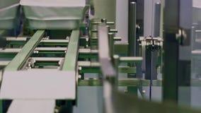 Linha de produção na companhia farmacéutica Processos de produção na companhia farmacéutica vídeos de arquivo