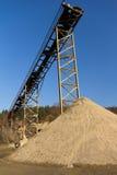 Linha de produção velha mina da areia imagem de stock
