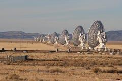 Linha de radiotelescopes Imagens de Stock Royalty Free