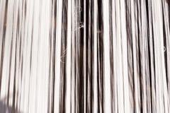 Linha de seda branca na máquina da costura ou de tecelagem Fotos de Stock Royalty Free
