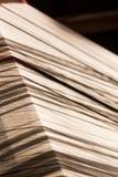 Linha de seda branca na máquina da costura ou de tecelagem Imagens de Stock Royalty Free