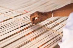 Linha de seda branca na máquina da costura ou de tecelagem Fotografia de Stock Royalty Free