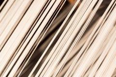 Linha de seda branca na máquina da costura ou de tecelagem Fotografia de Stock