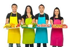 Linha de trabalhadores do mercado com seus produtos Imagens de Stock Royalty Free