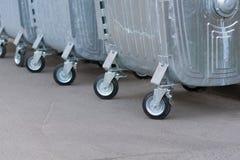 Linha diagonal de escaninhos de lixo rodados Fotos de Stock Royalty Free