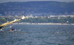 Linha do começo de Galata-Varna da maratona da natação foto de stock