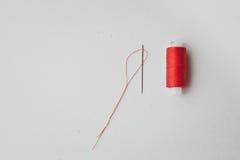 Linha e agulha vermelhas fotos de stock royalty free