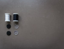linha e botões de costura Imagem de Stock
