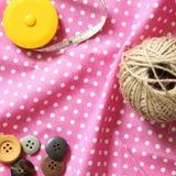 Linha e botões e fita métrica Fotografia de Stock Royalty Free