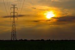 Linha e torre de transmissão Fotografia de Stock Royalty Free