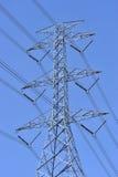 Linha eléctrica e pilão da eletricidade fotos de stock
