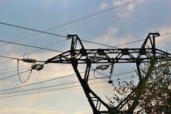 A linha elétrica de alta tensão Foto de Stock