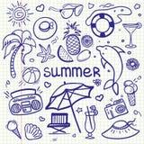 Linha esboçado grupo do vetor dos desenhos animados da garatuja da arte dos objetos e dos símbolos por férias de verão Imagem de Stock