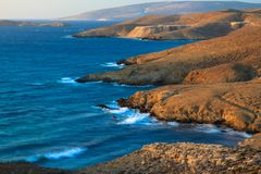 Linha litoral rochosa em Grécia Imagem de Stock