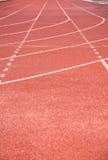 Linha na pista de atletismo com tampa de borracha Fotografia de Stock Royalty Free