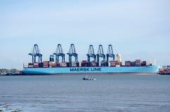 Linha navio de Maersk de recipiente no porto em Flexistowe com guindastes Imagens de Stock