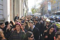 Linha para comprar o bilhete de Red Hot Chili Peppers fotos de stock royalty free
