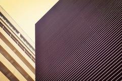 Linha paralela forma do exterior de construção moderna Imagens de Stock