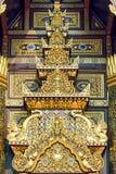 Linha tailandesa dourada arte do estilo imagens de stock