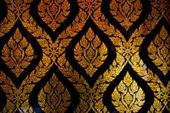Linha tailandesa dourada arte do estilo em Wat Pho Temple Foto de Stock Royalty Free