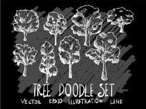 A linha tirada mão árvore da ilustração do vetor da garatuja ajustou-se em Chalkboar Fotos de Stock