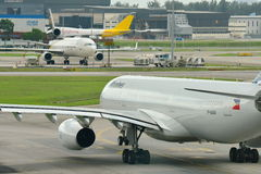 Linhas aéreas Airbus 330 de Filipinas que taxiing Fotos de Stock
