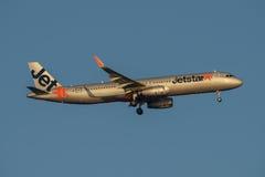 Linhas aéreas Airbus A320 de Jetstar na aproximação final a Sydney Airport terça-feira 23 de maio de 2017 Imagem de Stock