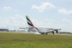 Linhas aéreas Airbus A380 dos emirados no vôo Fotografia de Stock Royalty Free