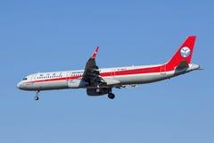 Linhas aéreas B-1823 de Aichuan, aterrissagem de Airbus A321-200 no Pequim, China Imagem de Stock