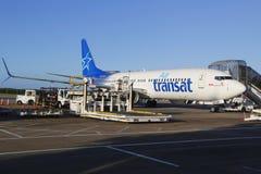 Linhas aéreas Boeing 737 de Air Transat no aeroporto internacional de Punta Cana Imagens de Stock