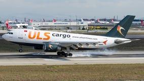 Linhas aéreas carga de TC-SGM ULS, Airbus A310-300F Imagem de Stock